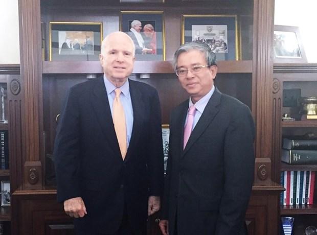 Senator McCain vows to tighten Vietnam-US links hinh anh 1