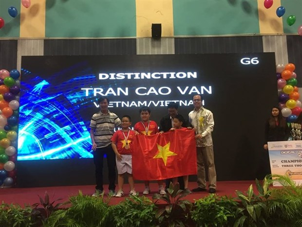 Vietnamese students win 2 top prizes at Int'l Robothon hinh anh 1