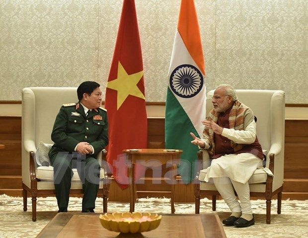 Defence Minister visits India, meets Modi hinh anh 1