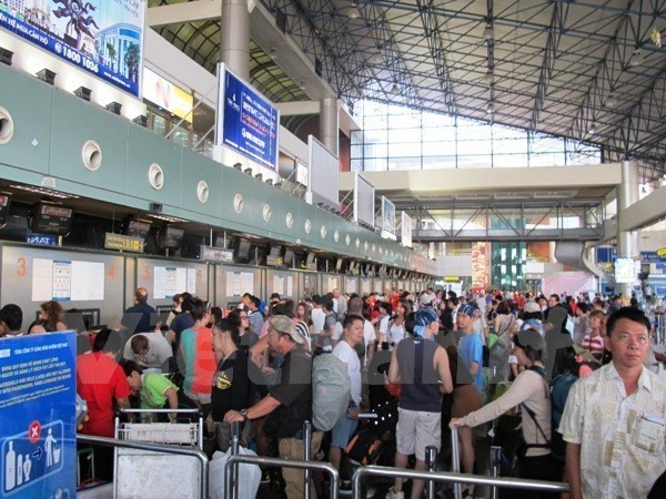 Hanoi records four million international arrivals in 2016 hinh anh 1