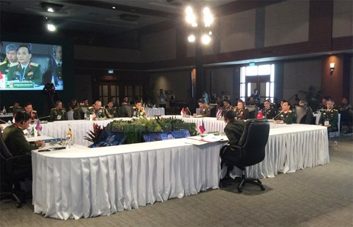 Vietnam attends ASEAN army chiefs' meeting in Philippines hinh anh 1