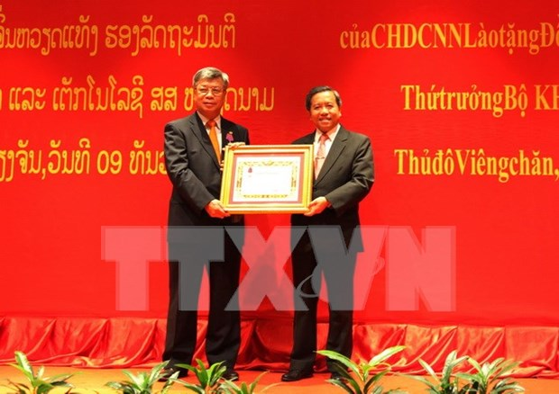 Laos recognises Vietnamese official's efforts with Issara Order hinh anh 1