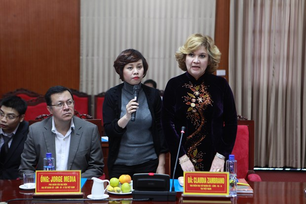 Foreign diplomats hope for extensive ties with Son La province hinh anh 1