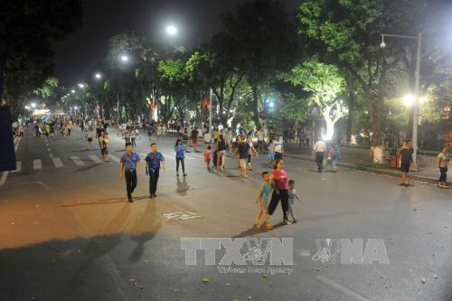 Hanoi continues to pilot walking streets hinh anh 1