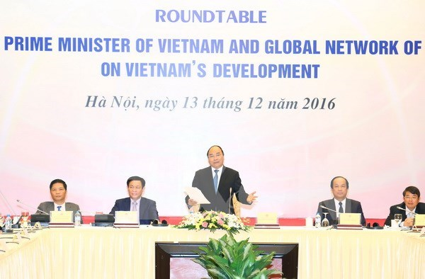 Prime Minister mulls over development proposals hinh anh 1