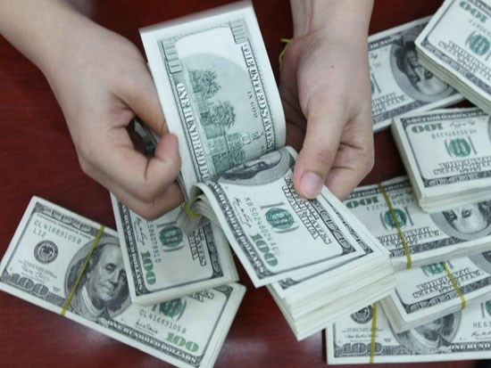 Reference exchange rate revised up 4 VND on December 14 hinh anh 1