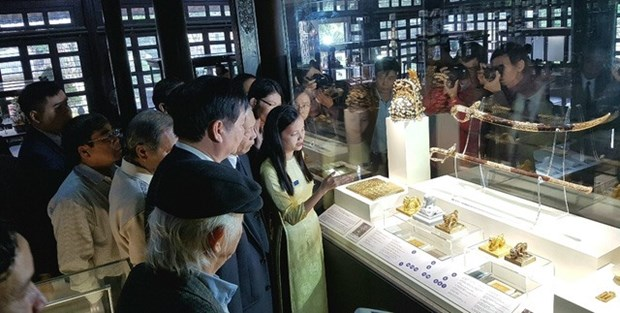 Nguyen Dynasty items showcased in Hue hinh anh 1
