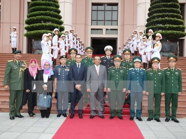 Vietnam, Malaysia bolster defence ties hinh anh 1