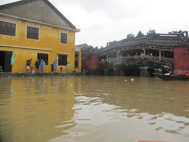 Flooding limits travel in Hoi An ancient city hinh anh 1