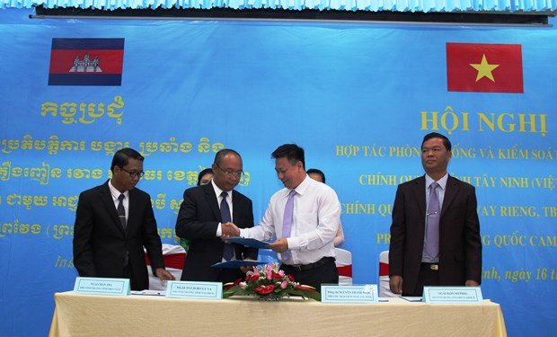 Vietnam, Cambodia provinces push ahead with drug crime fight hinh anh 1