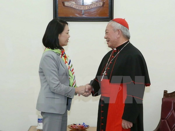 Party official makes Christmas visit to Hanoi archbishop hinh anh 1