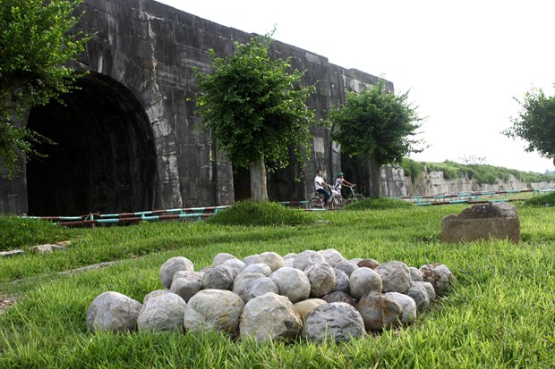 Exhibition spotlights Ho Citadel archeological excavations hinh anh 1