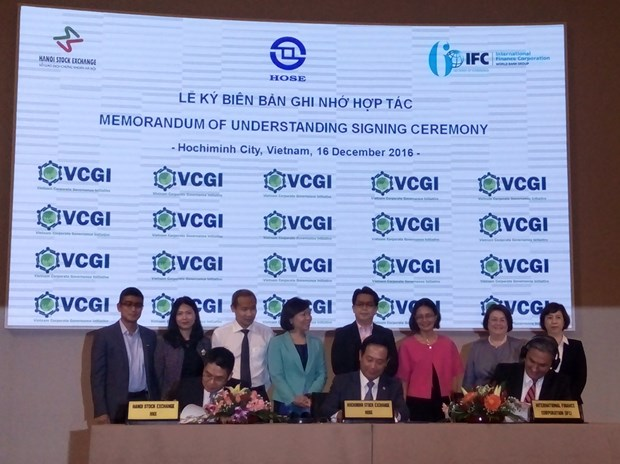 Local bourses partner up with IFC in corporate governance initiative hinh anh 1