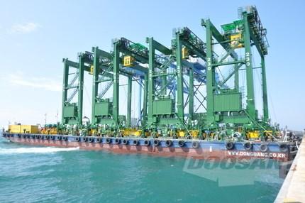 Doosan Vina exports container cranes to Saudi Arabia hinh anh 1