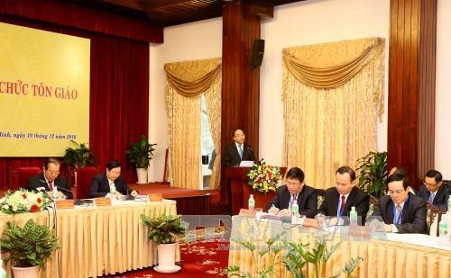PM talks with religious dignitaries, followers nationwide hinh anh 1