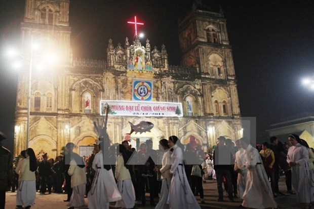 Nam Dinh leaders send Christmas greetings to Catholic community hinh anh 1