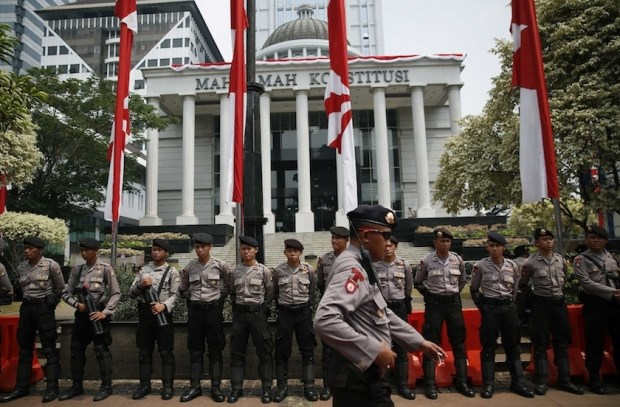 Indonesia arrests three over suicide bomb plot hinh anh 1