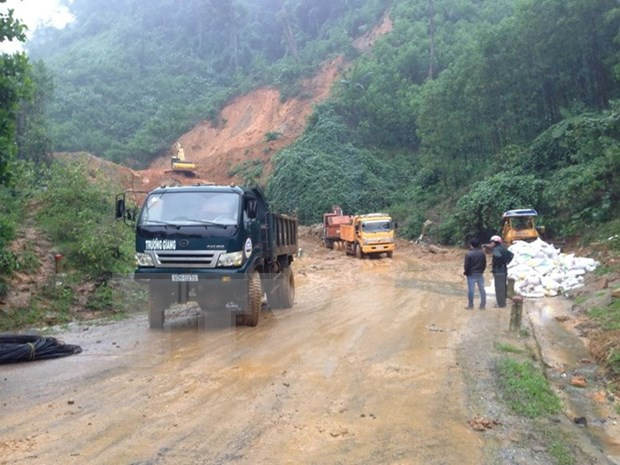 Vice President tours flood-hit areas in Quang Nam hinh anh 1