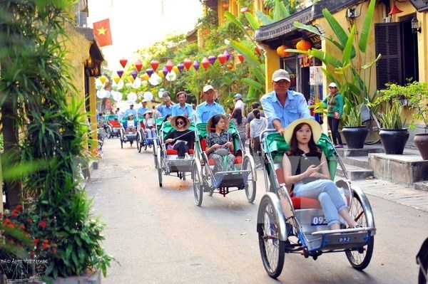 Vietnam's tourism hits growth records in 2016 hinh anh 1
