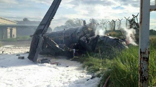 Military plane crashes in Malaysia hinh anh 1