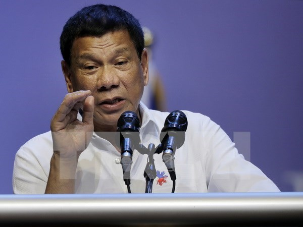 Philippine President orders closing online gambling companies hinh anh 1