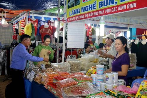 150 businesses join industry-agro-trade fair in Binh Thuan hinh anh 1