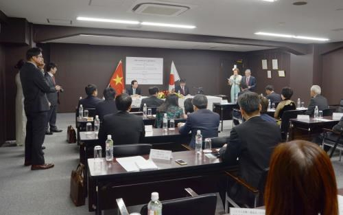 Vietnam, Japan sign MoU on labour cooperation hinh anh 1