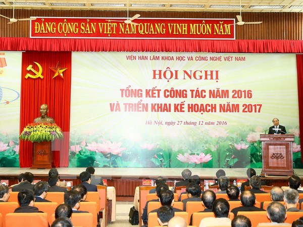 PM urges academy to bring science, technology into reality hinh anh 1