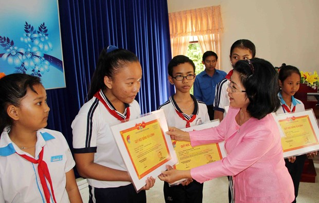 Scholarship fund supports disadvantaged students hinh anh 1