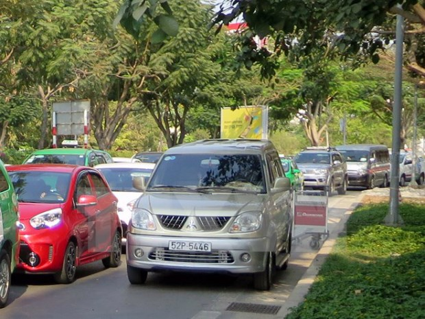 HCM City roads clogged in run up to Tet festival hinh anh 1