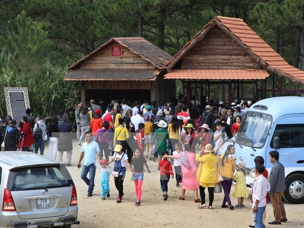 HCM City tourism market bustling over holiday season hinh anh 1