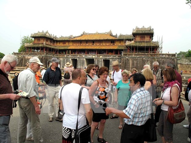 Thua Thien Hue welcomes first foreign visitors of 2017 hinh anh 1