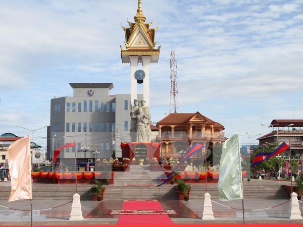Vietnam-Cambodia Friendship Monument inaugurated in Cambodia hinh anh 1