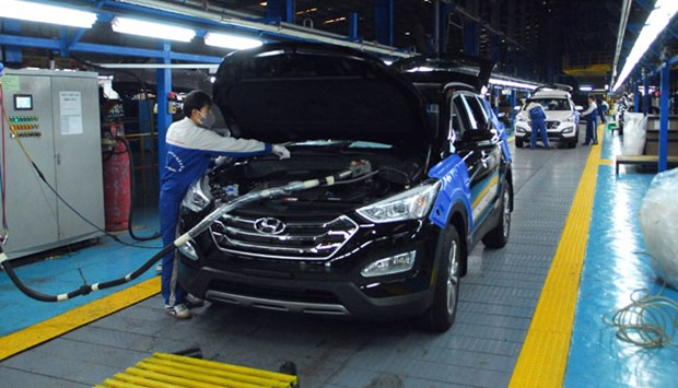 2016 car import turnover hits 2.3 billion USD hinh anh 1