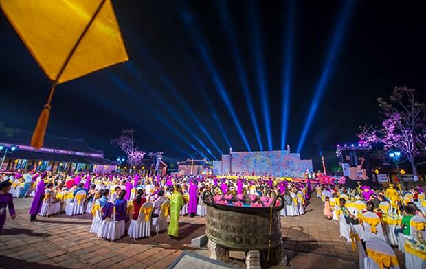 Hue treats visitors to royal banquet hinh anh 1