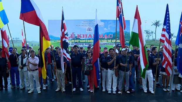 Golf tourney connects overseas Vietnamese people hinh anh 1