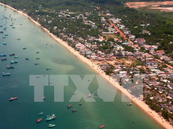 Phu Quoc island district targets over 1.8 million tourists in 2017 hinh anh 1