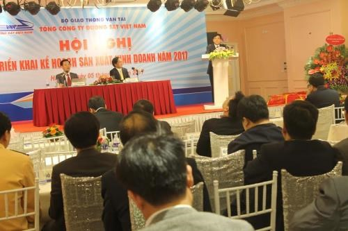 Railway sector asked to develop sustainably in 2017 hinh anh 1