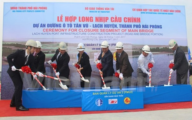 Sections of longest cross-sea bridge in SE Asia joined hinh anh 1
