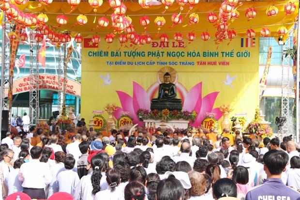 Jade Buddha statue comes to Soc Trang hinh anh 1