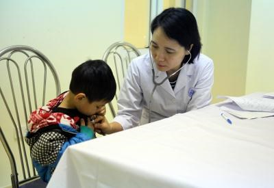 Children receive free heart checkups hinh anh 1