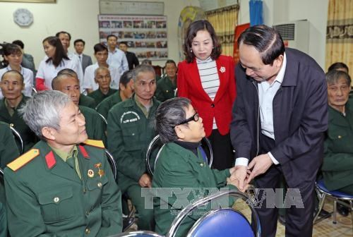 President visits wounded soldiers in Ninh Binh hinh anh 1