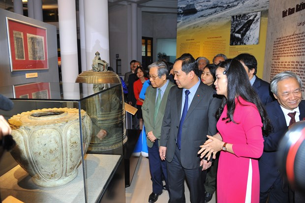 Eighteen national treasures exhibited for first time hinh anh 1