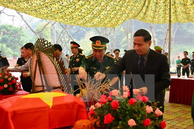 Dien Bien receives remains of voluntary soldiers from Laos hinh anh 1