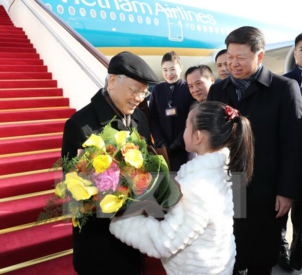 Party leader arrives in Beijing, beginning official visit to China hinh anh 1