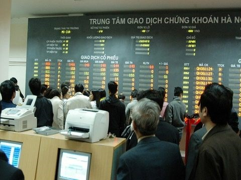 Bank, steel stocks pull down Vietnam's bourses hinh anh 1