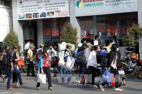 Low Tet bonuses stop workers from going home hinh anh 1