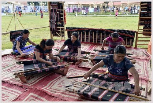Ta Oi ethnic weaving added to national intangible cultural heritage hinh anh 1