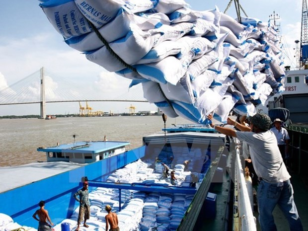 Vietnam extends rice trade deal with Philippines hinh anh 1