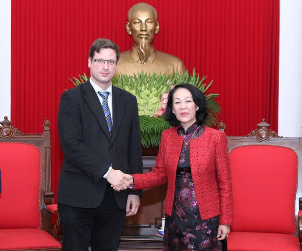 Party official greets Deputy Speaker of Hungarian parliament hinh anh 1